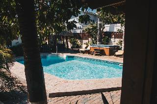 Swimming pool and jacuzzi